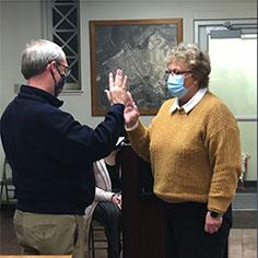 Beardstown City Clerk Petie Ruch administers the oath of office to new 4th Ward Alderwoman Lisa Buhlig at Tuesday night's Beardstown City Council meeting. (Photo by June Conner.)
